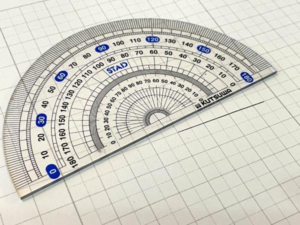 中心が見えやすいタイプの分度器
